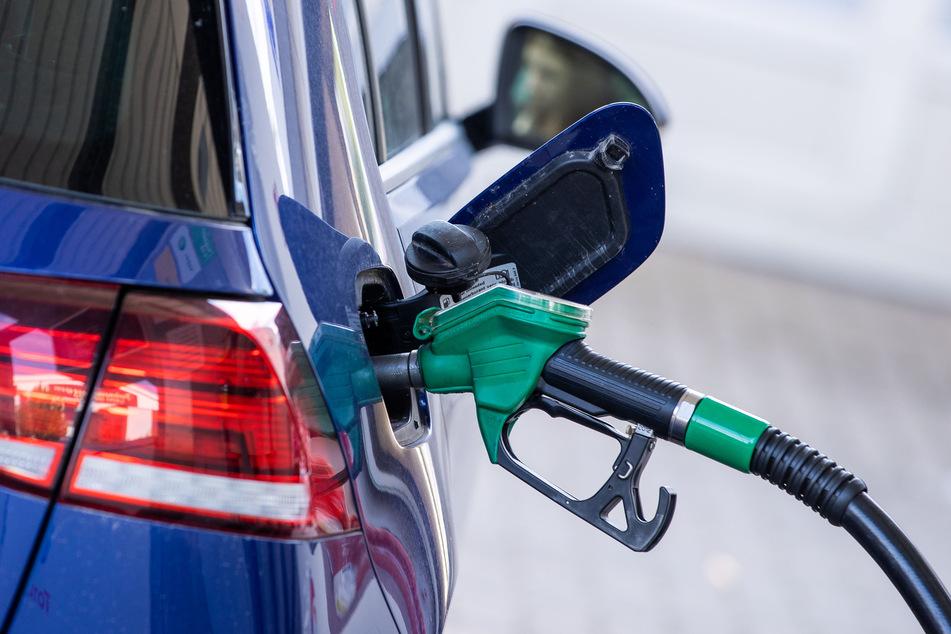 Im Vergleich zum Vorjahresmonat zogen in NRW vor allem die Preise für Mineralölprodukte und Kraftstoffe an.