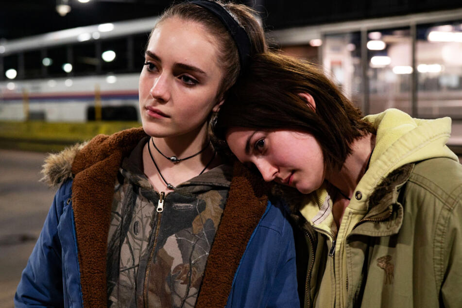 """Skylar (l., Talia Ryder) unterstützt ihre Cousine Autumn Callahan (Sidney Flanigan) in """"Niemals Selten Manchmal Immer"""" und ist weit mehr als nur moralische Unterstützung."""