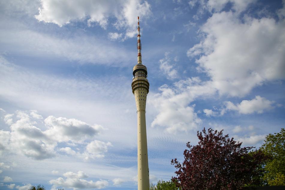 """Höher geht's in Dresden nicht: Auf der Aussichtsplattform des Fernsehturms legen """"Disco Dice"""" auf."""