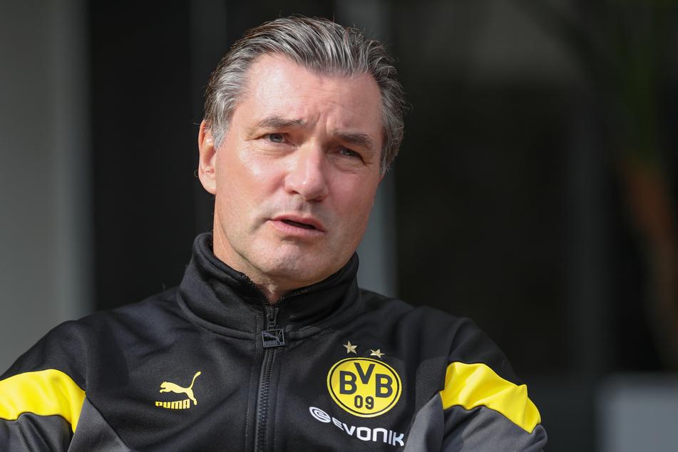 Michael Zorc (58), Sportlicher Leiter von Borussia Dortmund, stellt sich hinter seinen Trainer.