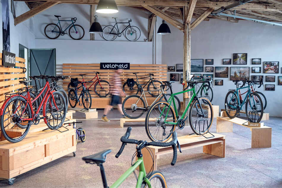 Blick in den Verkaufsraum. Seit 2007 baut das kleine Team der Manufaktur individuelle Fahrräder aus hochwertigem Stahl und Titan.