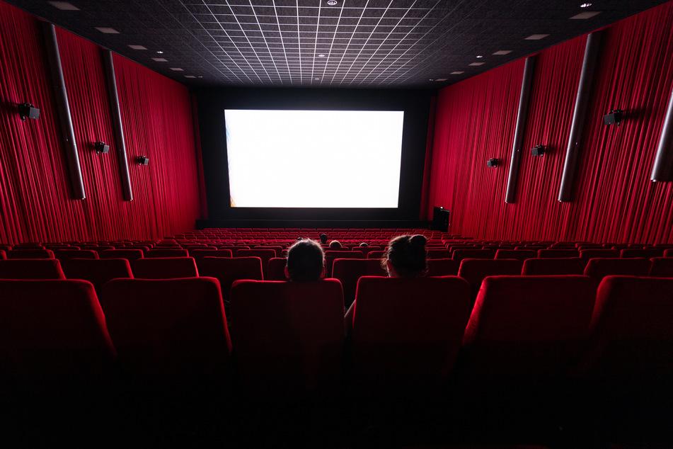 Kinoverbände haben die Regeln zur Wiedereröffnung von Lichtspielhäusern kritisiert.
