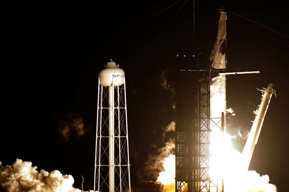 """Und tschüss! NASA verkündet erfolgreichen Start der """"Crew Dragon"""" ins Weltall"""
