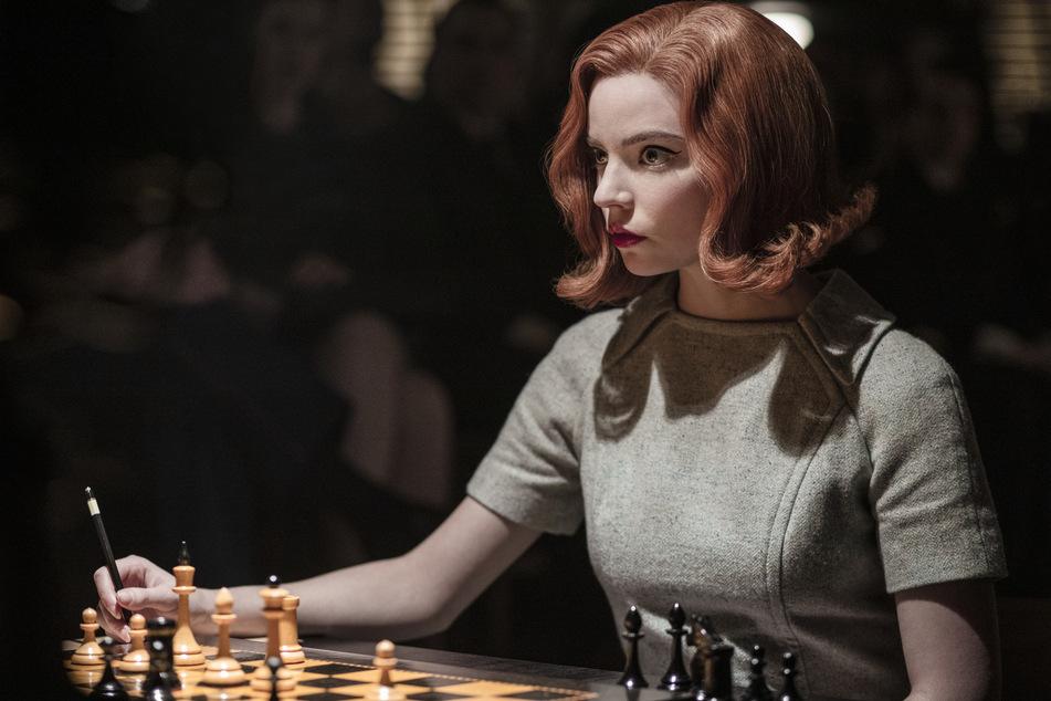 In der Netflix-Serie spielt Anya Taylor-Joy (24) die fiktive Schachspielerin Elizabeth Harmon.