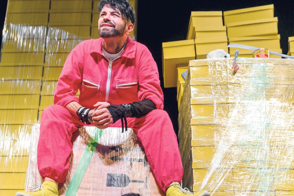 """Christian Kühn auf der Bühne in """"Zwei wie Bonnie und Clyde""""."""