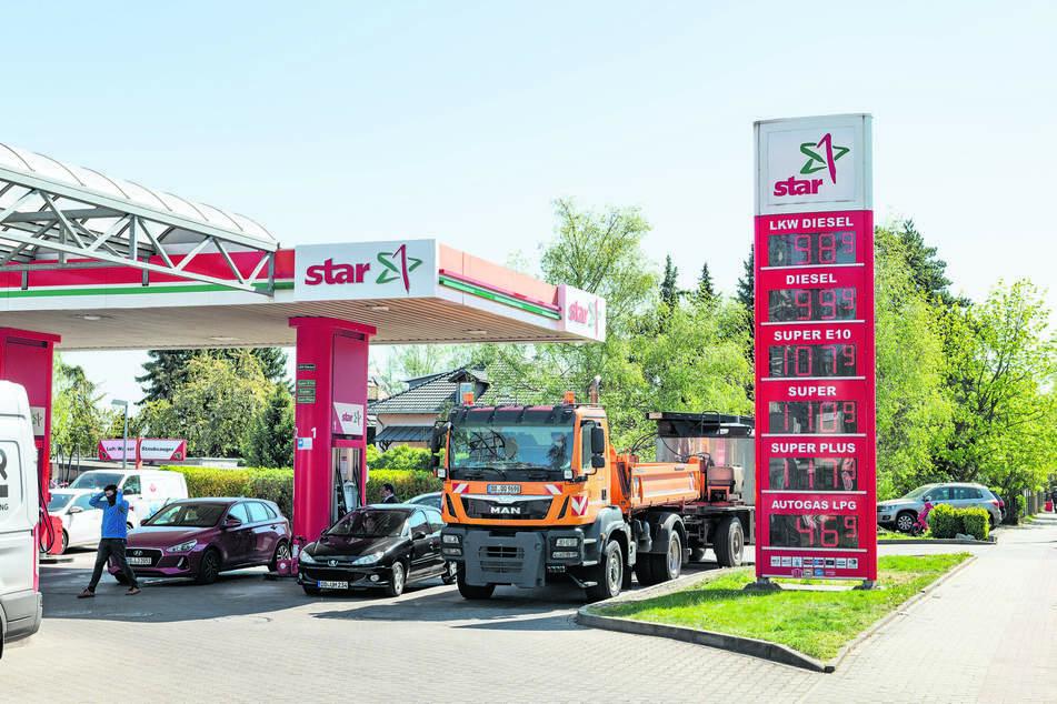 Diesel zu Dumpingpreisen. An der Star-Tankstelle auf der Reicker Straße kostete der Liter Diesel nur 99 Cent.