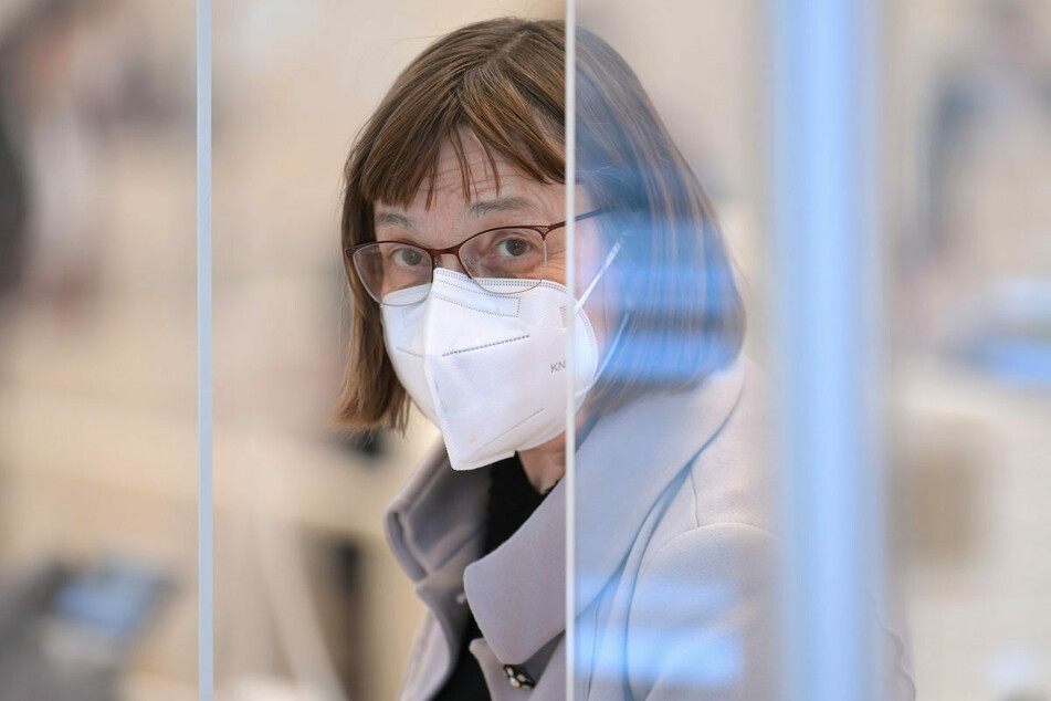 Brandenburgs Gesundheitsministerin Ursula Nonnemacher (63, Grüne) kündigte am Montag eine mögliche Sondersitzung des Kabinetts angesichts einer steigenden Sieben-Tage-Inzidenz an.