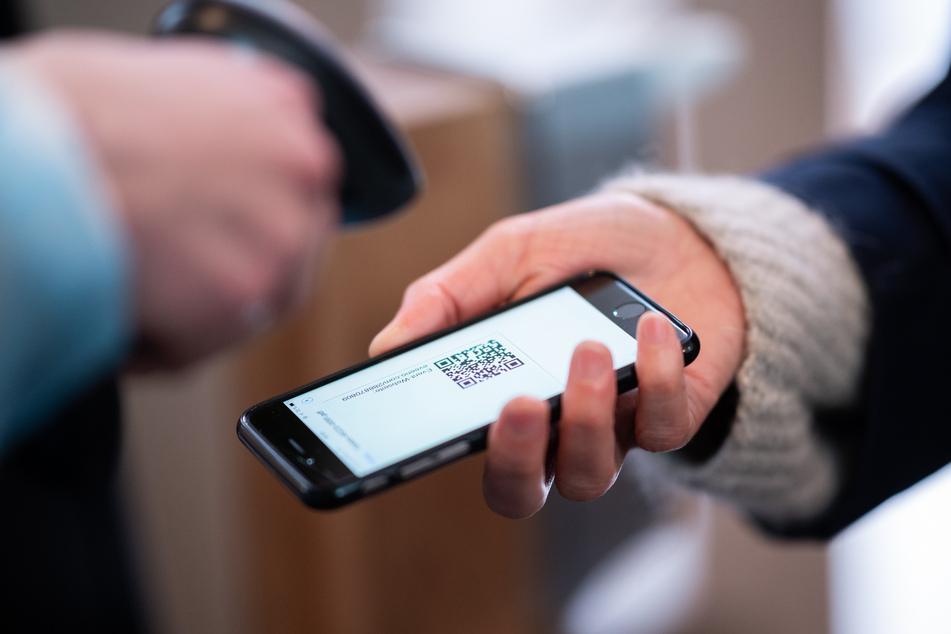 So könnte der digitale Impfpass künftig aussehen: Ein einfacher QR-Code bestätigt die Corona-Impfung. Thüringen testet den elektronischen Nachweis nun (Symbolbild).