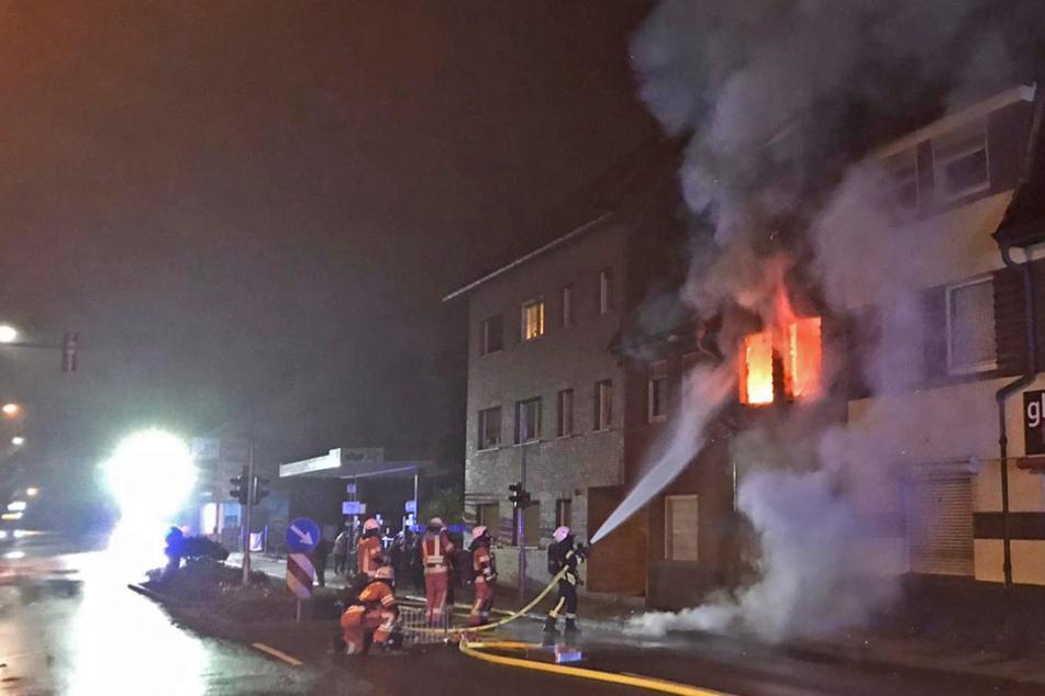 Auch die Wohnungen unter und über der Brandwohnung sind vorerst nicht mehr bewohnbar.