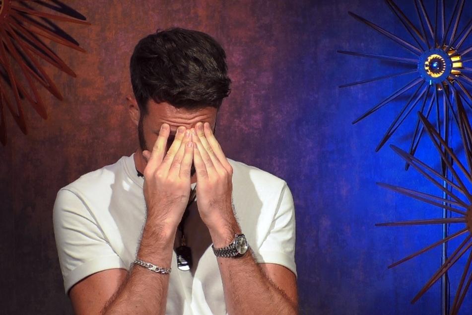 """""""Prince Charming"""" Alex (30) bricht nach dem Auszug von Joachim (29) und Jan (30) in Tränen aus."""