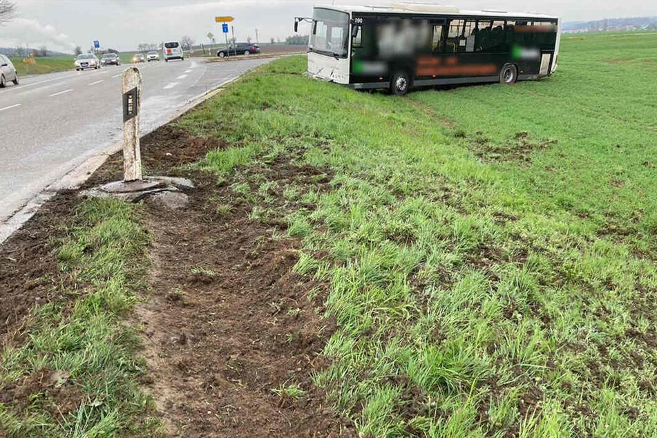 Betrunkener Fahrer verliert Kontrolle über Linienbus