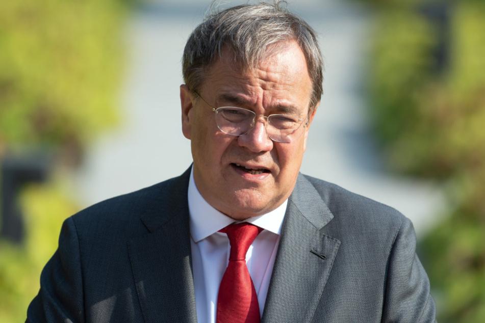 Armin Laschet (CDU), Ministerpräsident von Nordrhein-Westfalen, steht am Rednerpult.