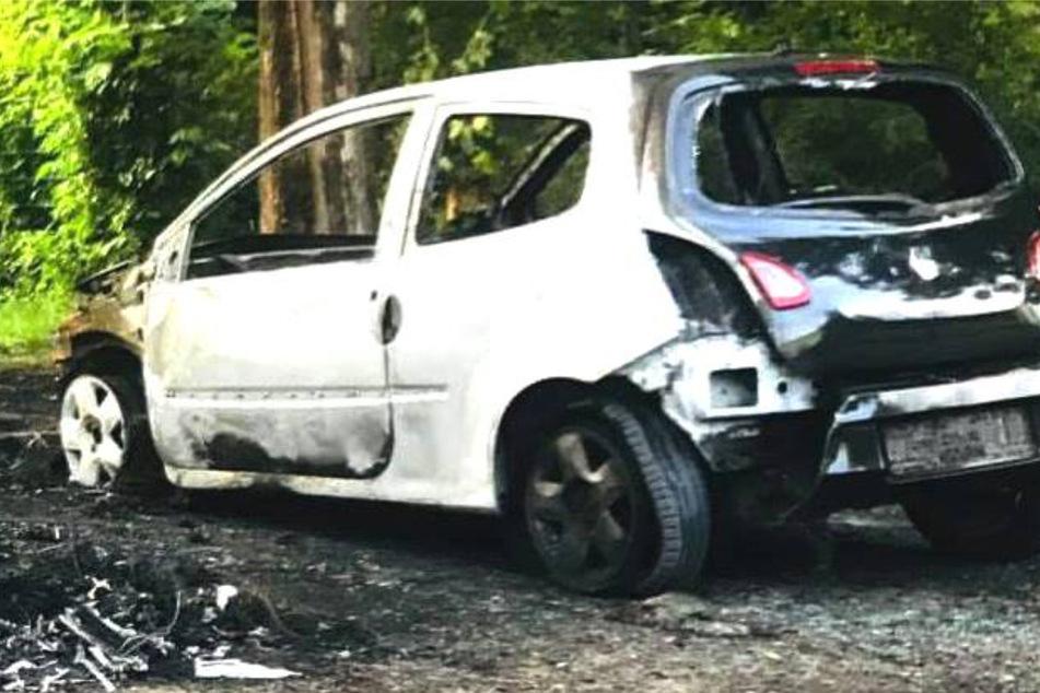 Der VW Polo fing aus bisher ungeklärten Gründen an zu brennen.