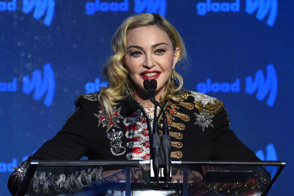 Madonna (62) mit ihrem Original-Körper. Weshalb es zu der Photoshop-Aktion kam, ist nicht bekannt.