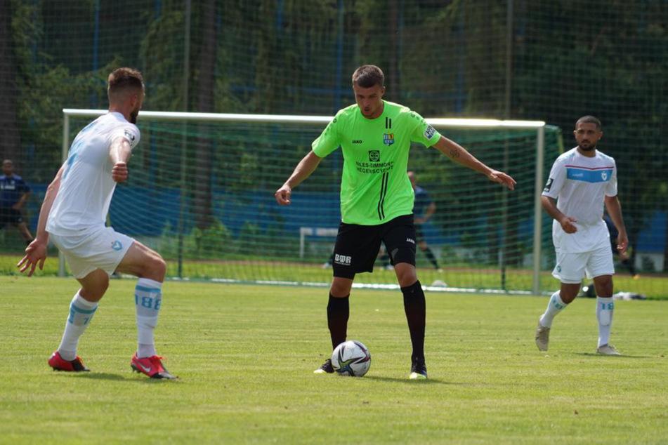 Der am Donnerstag verpflichtete Stürmer Kilian Pagliuca (M.) köpfte in seinem ersten Spiel für den CFC zum 1:1-Ausgleich ein.
