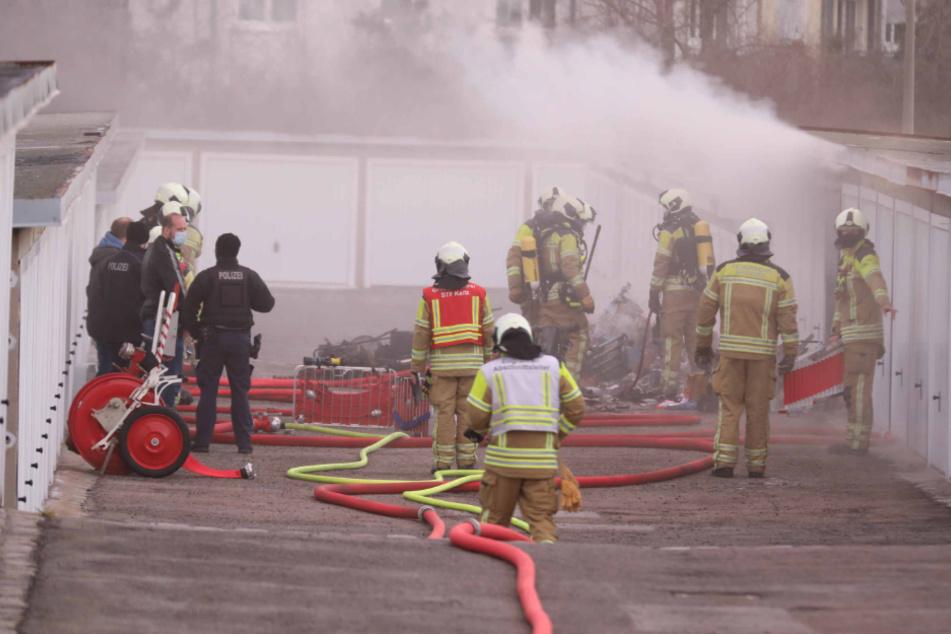 Dieser Garagenbrand forderte die Einsatzkräfte am Wochenende in Leubnitz-Neuostra.