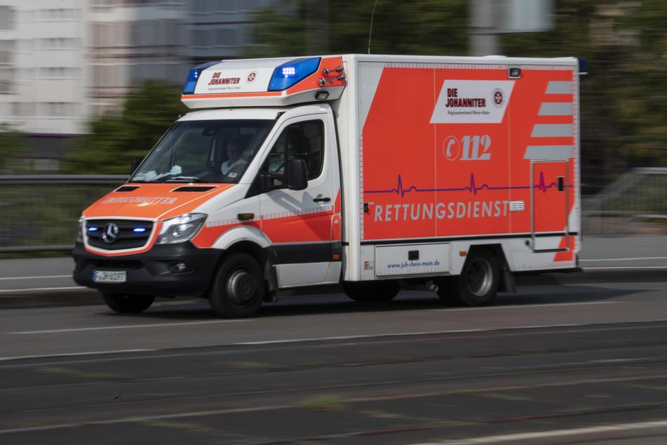Das Kind wurde mit einem Rettungswagen in ein Krankenhaus gebracht. (Symbolbild)