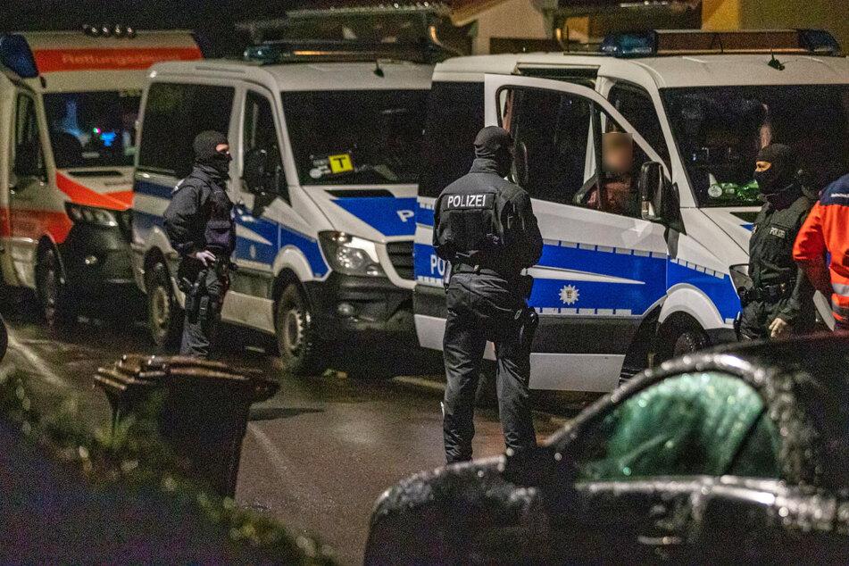 Razzia in Baden-Württemberg und Bayern: Beamte finden zahllose Waffen und mehr...