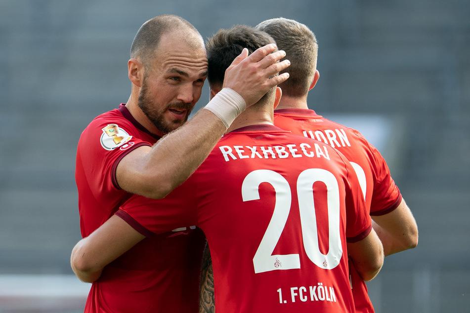 Die Kölner Torschützen Rafael Czichos und Elvis Rexhbecaj.