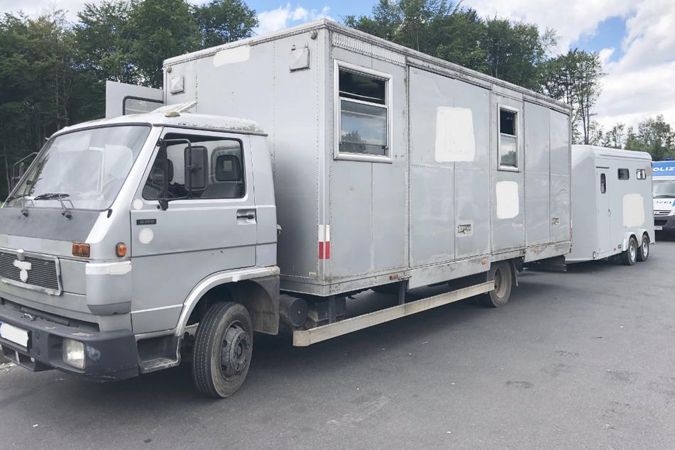 Zehn Pferde wurden in diesem30 Jahre alten 7,5-Tonner mit Anhänger transportiert.