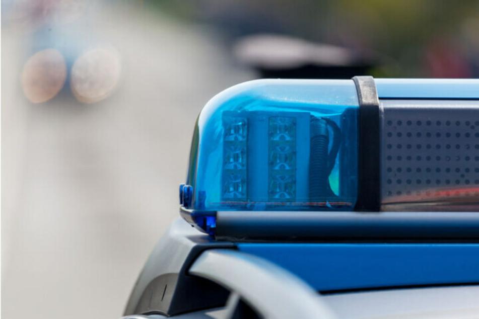 Die Polizei wurde wegen eines Unfalls im Leipziger Norden alarmiert, drei Menschen wurden verletzt. (Symbolbild)