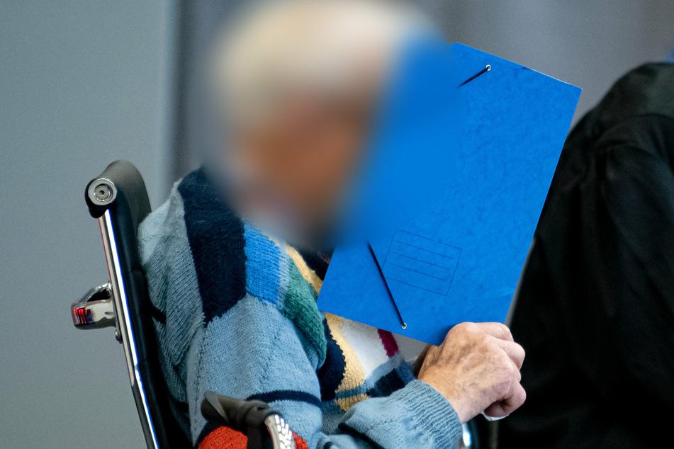 Prozess gegen Wachmann von KZ-Sachsenhausen: 100-Jähriger muss operiert werden