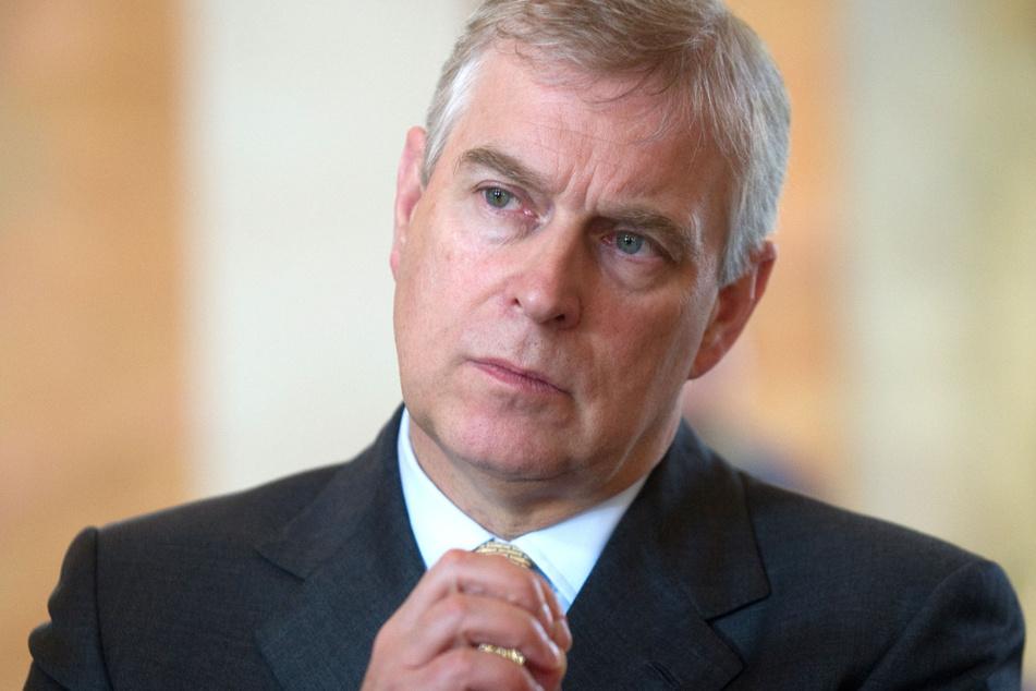 Die US-Ermittler bemängeln, dass sich Prinz Andrew (60) im Sexskandal um den US-Milliardär Epstein (†66) wenig kooperativ zeigt.