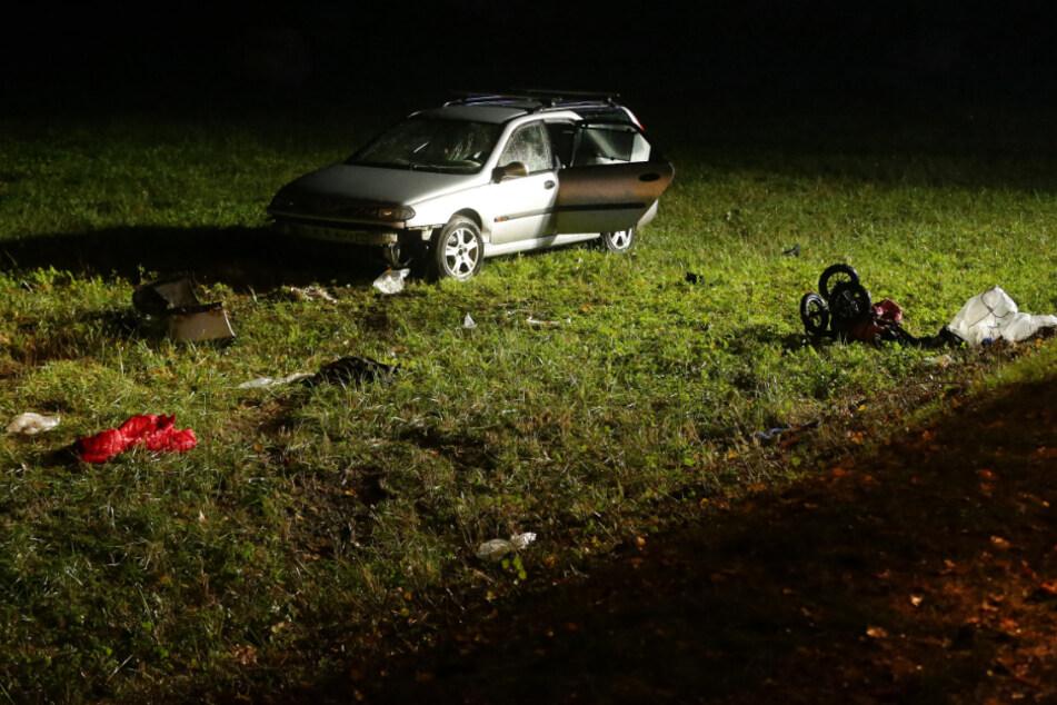 Auto fährt in Menschengruppe: Junge stirbt, Mutter schwer verletzt