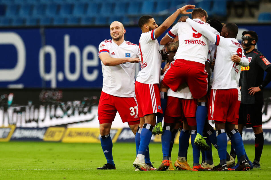 Die HSV-Spieler hatten beim 3:1-Sieg gegen den SSV Jahn Regensburg allen Grund zum Jubeln.