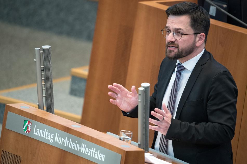 Thomas Kutschaty, SPD-Fraktionsvorsitzender, spricht während der Debatte im Landtag.