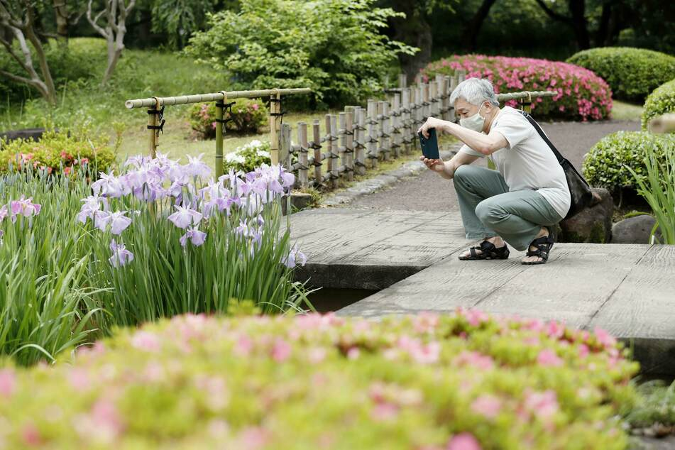 Japans ehrwürdiger Kaiserpalast hat die wegen der Corona-Krise zwei Monate lang geschlossenen Östlichen Gärten für die Öffentlichkeit wieder geöffnet.