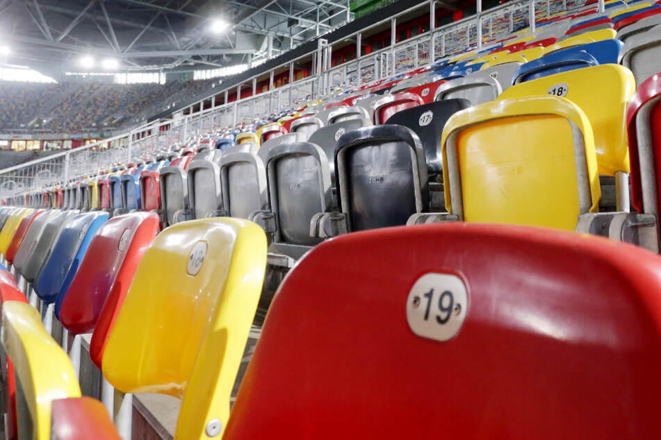 Womöglich bleiben nicht nur die Sitzschalen im Düsseldorfer Stadion an diesem Wochenende leer.