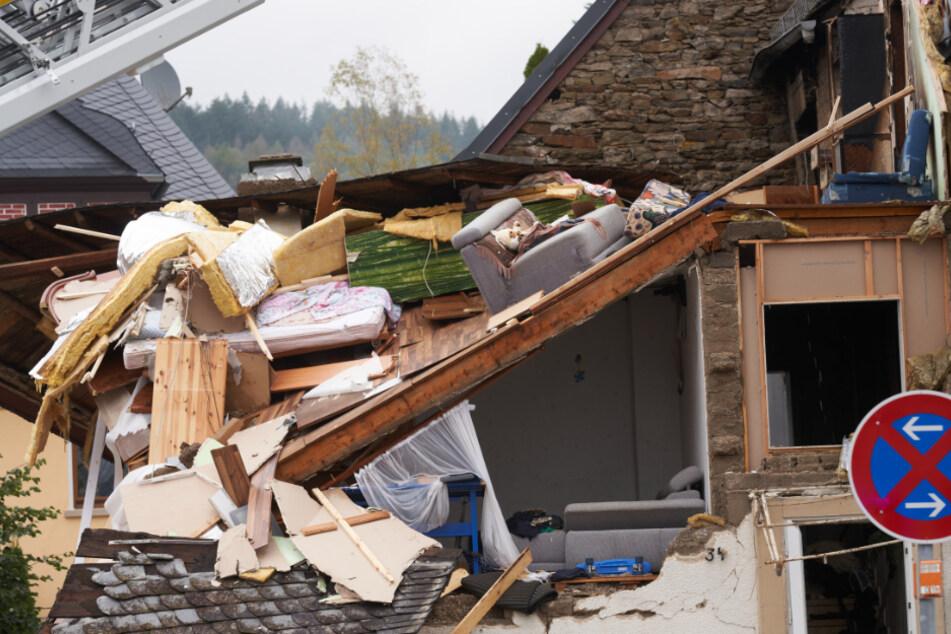 Gewaltige Gasexplosion zerfetzt Wohnhaus: Bewohner schwer verletzt
