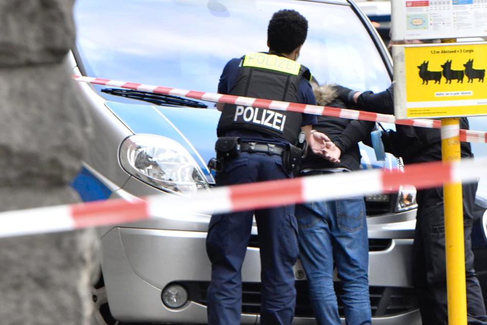 Berlin: Streit eskaliert! Mann wird mit Messer schwer verletzt