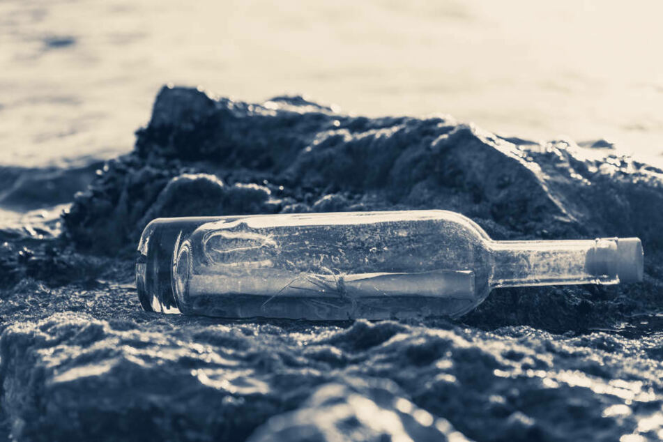 Nach einer Hochwasserwelle wurde entlang der Deiche vor Schwedt/Oder eine Flaschenpost angespült. (Symbolfoto)