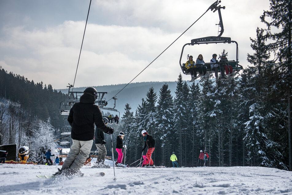 Nach dem Verbot des Skilift-Betriebs in NRW zum Schutz vor Corona hat Armin Laschet (59, CDU) Regelungen für alle große Skigebiete in Europa gefordert (Archivbild).
