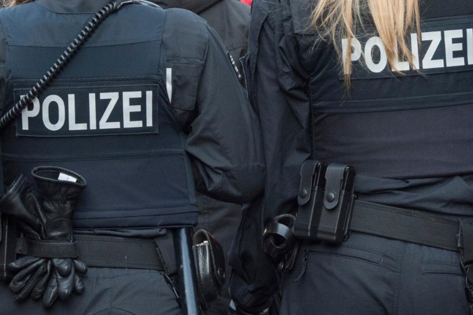 Ein Clubheim und zehn Objekte wurden von der Polizei durchsucht. (Symbolbild)