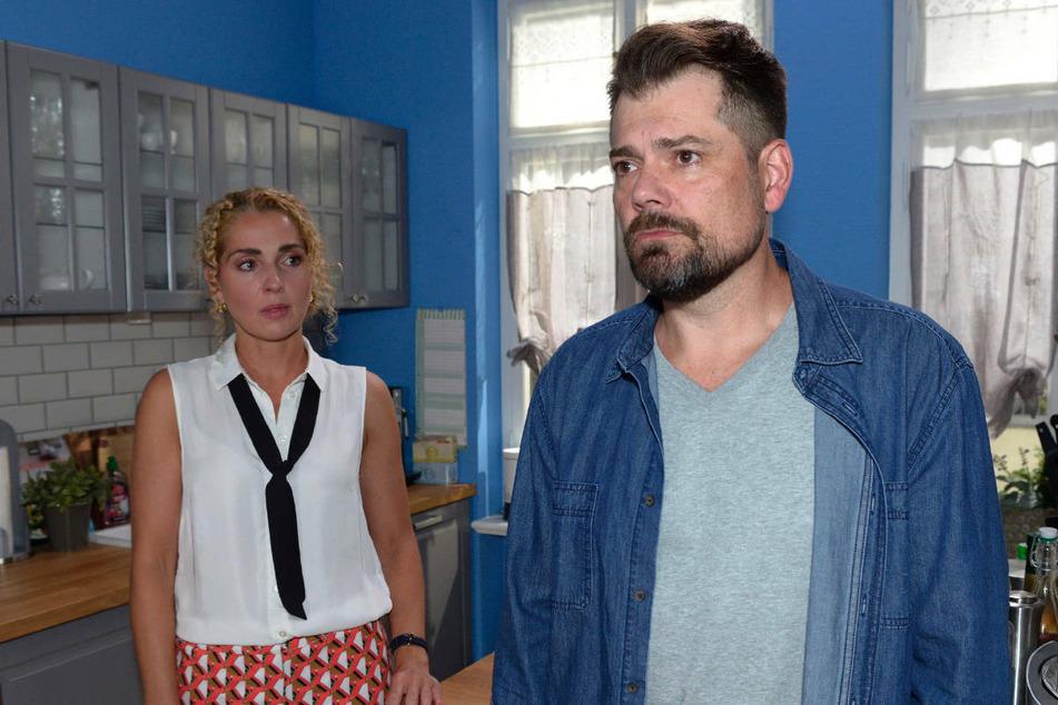 Nina und Leon kommen zu dem Entschluss, dass sie ihre Beziehung beenden müssen.