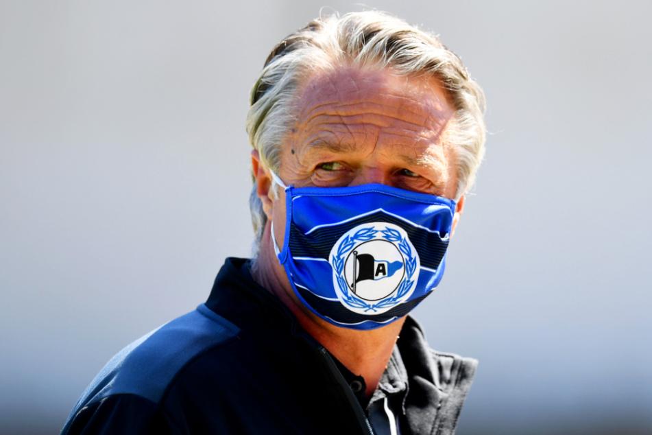Fußballtrainer wie Bielefelds Uwe Neuhaus können zukünftig auf den Mund-Nasen-Schutz verzichten.