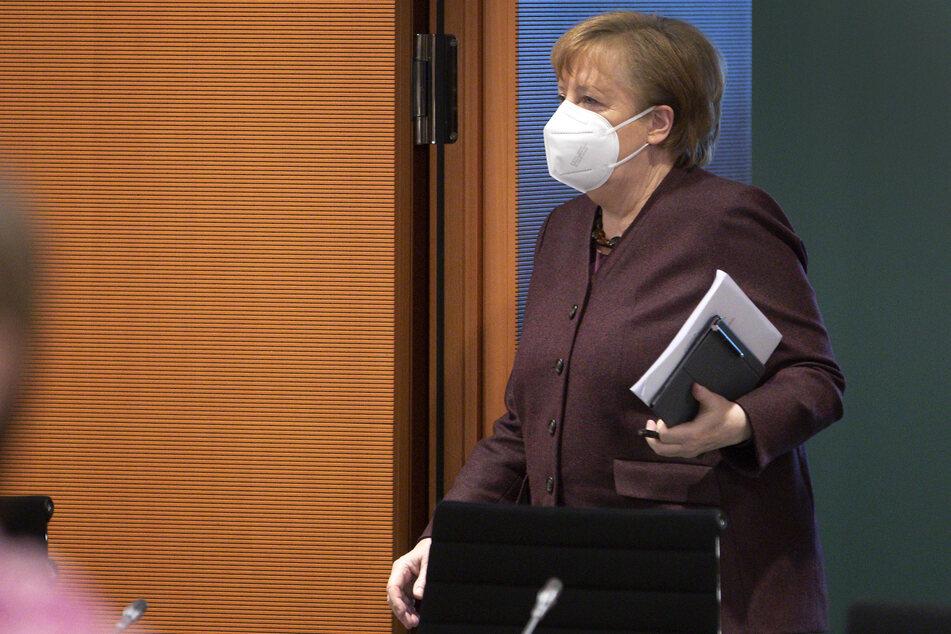 Berlin: Bundeskanzlerin Angela Merkel (CDU) kommt zu einer wöchentlichen Kabinettssitzung im Kanzleramt an.