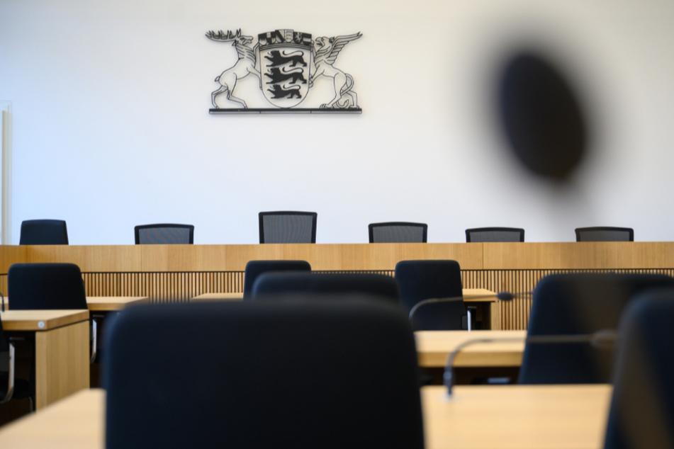 Nach gewaltsamen Tod der Frau muss sich ihr Partner vor Gericht in Stuttgart verantworten.