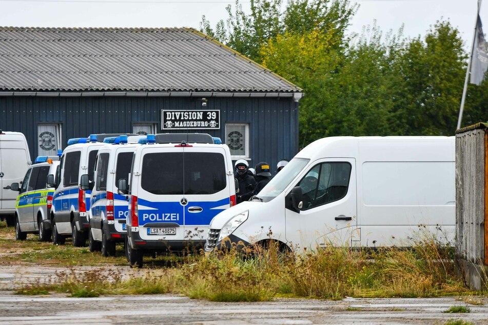 Rund 140 Beamte waren am Samstag auf dem Gelände eines Magdeburger Motorradclubs im Einsatz.