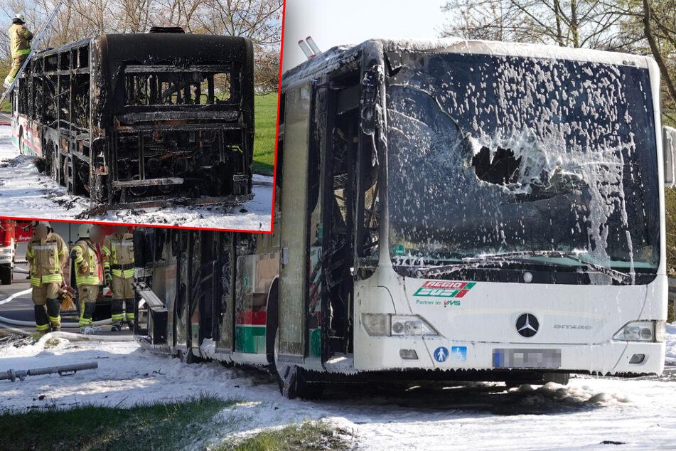 Chemnitz: Feuerwehreinsatz bei Burgstädt: Linienbus fängt Feuer und fackelt komplett ab