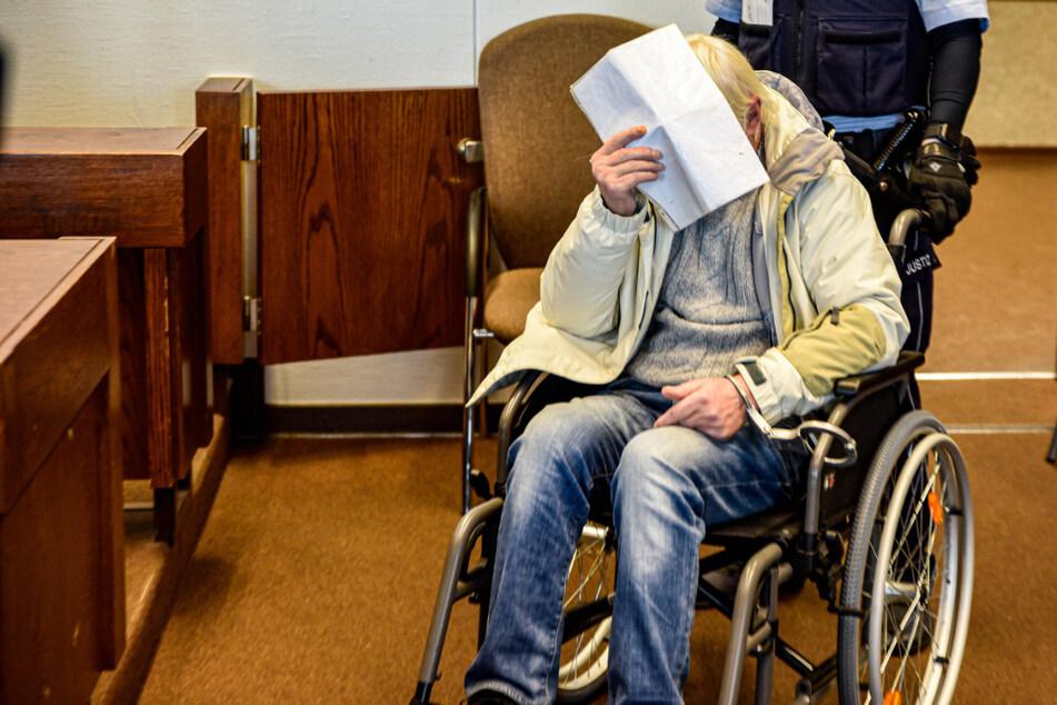 Pfleger soll Patientin (81) vergewaltigt haben: Tränenreiche Entschuldigung vor Gericht