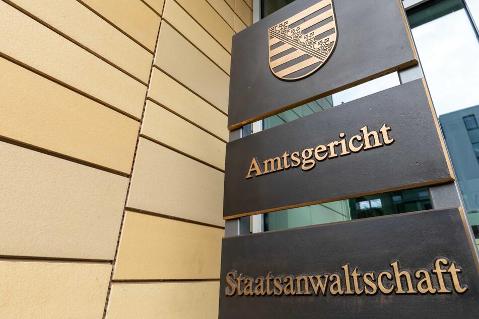 Auf Antrag der Chemnitzer Staatsanwaltschaft wurde der Tatverdächtige bereits einem Ermittlungsrichter am Amtsgericht Chemnitz vorgeführt.