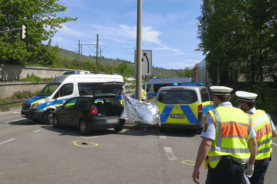 Tödlicher Unfall: Radler fährt über rote Ampel, dann erfasst ihn ein Auto!