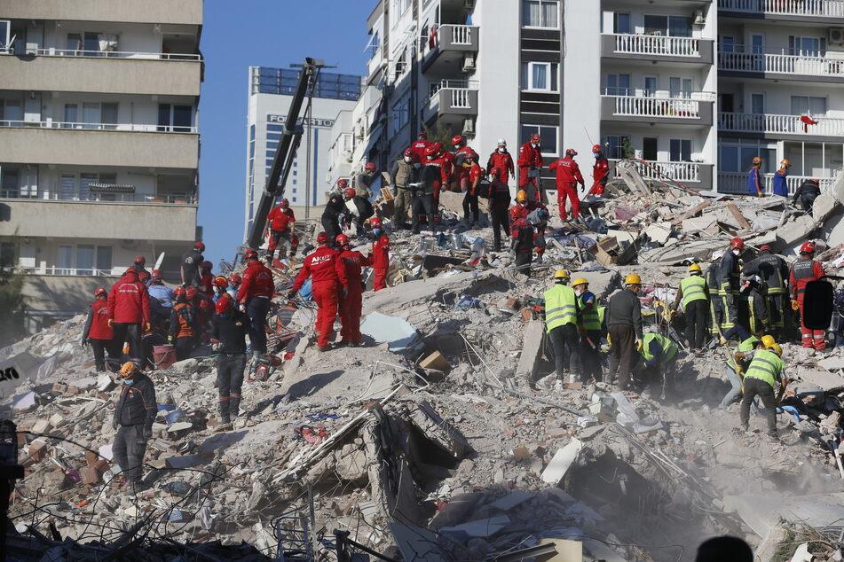Eins schweres Erdbeben sorgte in Izmir für Zerstörungen.