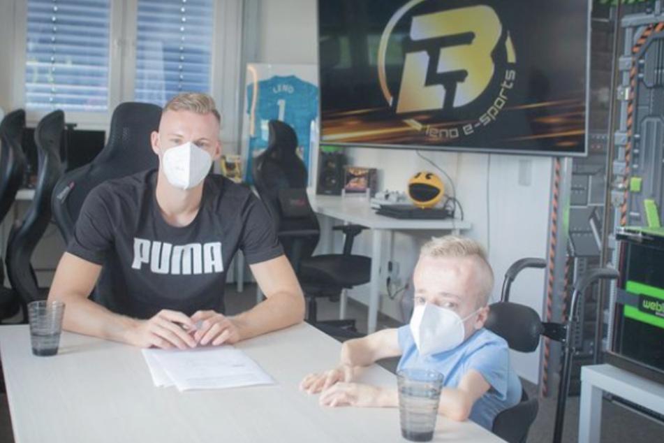 Niklas Luginsland (24, r.) unterschrieb im August beim FIFA-eSport-Team von Nationaltorhüter Bernd Leno (28).