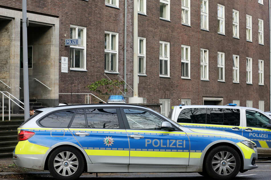 Beamte der Polizei NRW sollen rechtsextreme Inhalte in WhatsApp-Gruppen verbreitet haben. (Symbolbild)