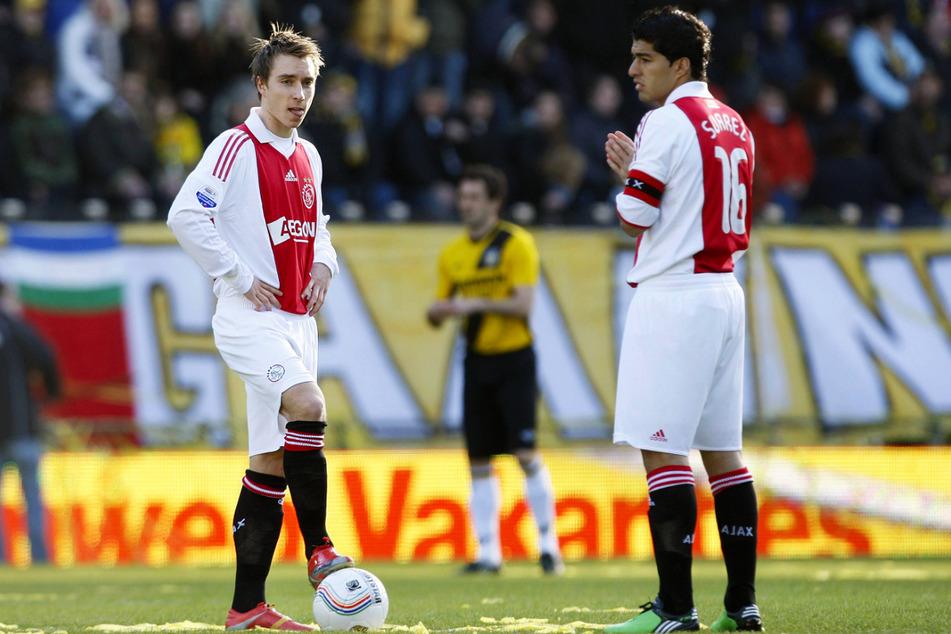 Der 17. Januar 2010: Christian Eriksen (l.) gibt im Alter von 17 Jahren, elf Monaten und drei Tagen sein Profidebüt für Ajax Amsterdam an der Seite von Luis Suarez (34). Am Ende reicht es nur zu einem 1:1 bei NAC Breda. Doch der Grundstein für eine große Karriere ist gelegt.